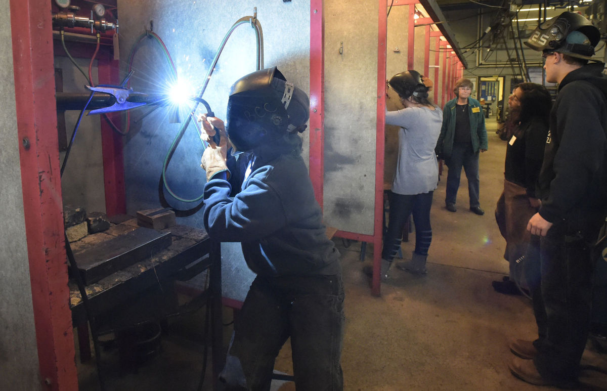 LBCC Welcomes High School Girls to Trades Day