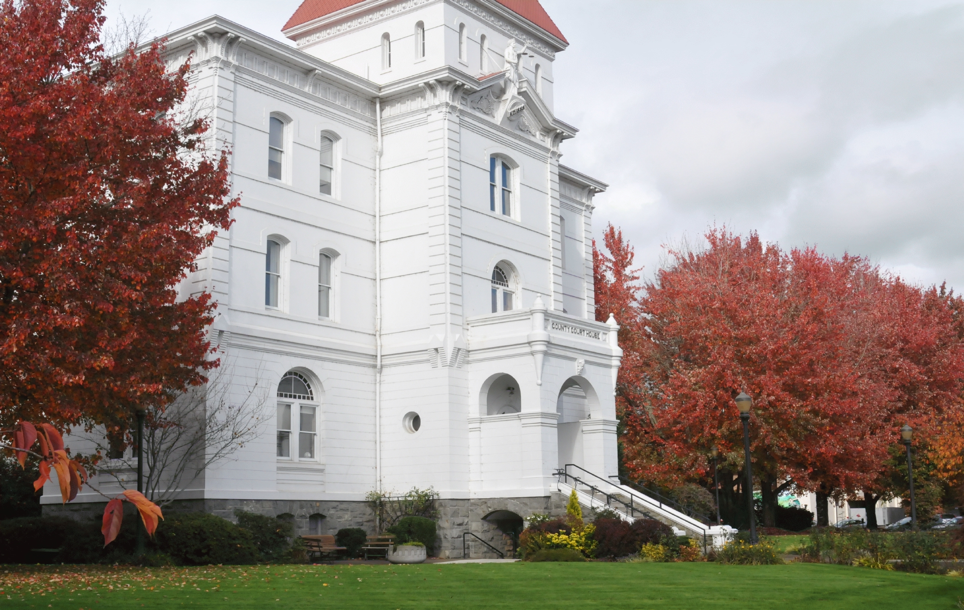 Benton_County_Court_House_Corvallis_Oregon_20151109_113912_C15_5309