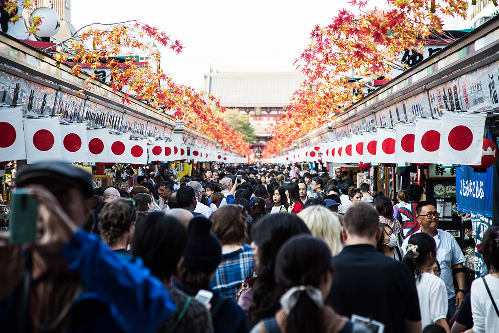 151012-Tokyo-crowded-market-for-web